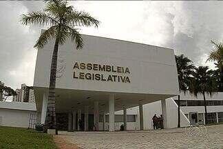 Confira quem são os deputados que recebem o auxílio-moradia em Goiás - O auxílio-moradia para deputados agora é lei em Goiás. Vinte e seis deles recebem o benefício mensalmente. Confira quem abriu mão e quem recebe os valores.