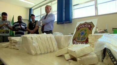 Cocaína, veículos e dinheiro são apreendidos por policiais na Zona da Mata - Operação de PF, PRF e PM foi realizada em Lima Duarte e Juiz de Fora. Ação contínua e conjunta busca barrar a entrada da droga na região.