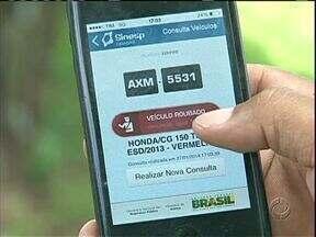 Programa de celular é a nova ferramenta para tentar encontrar veículos roubados - Em Cianorte onde o número de roubo de carros e motos este ano é grande a polícia já está usando