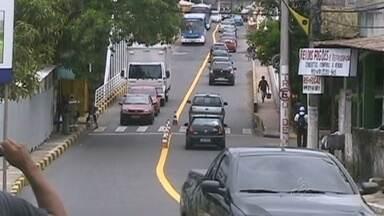 Em Manaus, obra na ponte São Jorge retém trânsito na Av. Constantino Nery - Chuva no fim de semana impediu interdição da ponte no domingo (26); conclusão de pavimentação está prevista para 90 dias, diz Prefeitura.