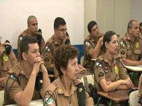 Patrulhar Escolar de Londrina passa por treinamento - Ideia é reforçar a segurança agora na volta do ano letivo. Escolas municipais também sofrem com mato alto.