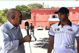 Robston comenta clássico contra ex-time - Meia do Vila Nova enfrentará o Atlético-GO pela primeira vez.