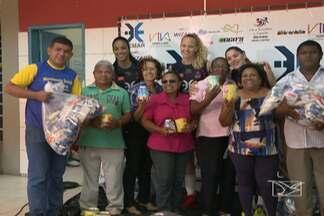 Atletas do Maranhão Vôlei entregam donativos arrecadados em partidas - Jogos fizeram parte da Superliga, em São Luís.
