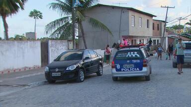 Moradores de Nova Cruz ficam mais tranquilos com a presença da polícia - Comunidade em Igarassu reclamava da falta de segurança.
