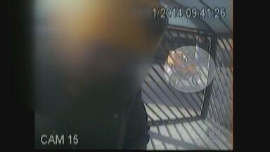 Imagens mostram furto a motocicleta dos Correios em Campinas - Imagens do circuito interno de um edifício mostram momento em que criminoso furtou moto dos Correios, em Campinas