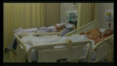 Hospital de Taguatinga está há dias com ar condicionado central quebrado - Muitos pacientes reclamam do calor dentro da unidade de saúde. Temperatura está normalizada, apenas dentro do centro-cirúrgico e da UTI. Em alguns leitos, pacientes internados em estado grave estavam com pouca roupa nesta sexta-feira.