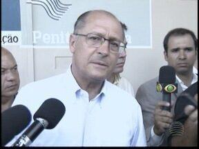 Governador inaugura bloqueadores de sinal de celular - Alckmin esteve na região de Presidente Prudente para cumprir compromissos.