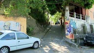 Bandidos atacam casal de turistas portugueses no Rio de Janeiro - Os turistas conseguiram furar o bloqueio feito por bandidos, mas foram perseguidos pelos assaltantes. A portuguesa Rosa Maria Van Schothorst foi baleada.
