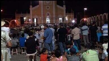 Católicos celebram várias missas diárias na Romaria das Candeias - Romaria é uma das maiores manifestações católicas do Nordeste.