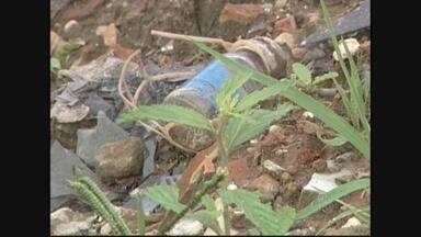 Lixo hospitalar é encontrado em um terreno baldio em Cacoal, RO - Crianças que brincavam no terreno acabaram se machucando com o material.