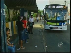 Tarifa de ônibus de transporte público terá reajuste no domingo em Botucatu - A tarifa de ônibus vai subir a partir de domingo (2), em Botucatu (SP). Os passageiros que pagavam R$ 2,65 pelo trajeto terão que desembolsar R$ 2,80. O sistema de transporte coletivo na cidade atende diariamente 27 mil passageiros.