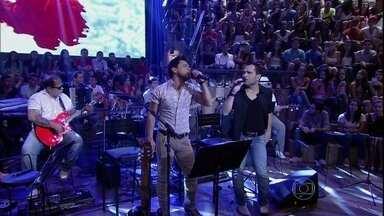 Zezé Di Camargo & Luciano apresenta nova música - Dupla canta a música 'Teorias' no programa Altas Horas