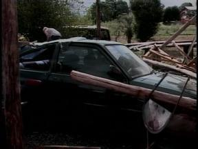 Sexta-feira de calor termina com chuva em algumas cidades do Alto Uruguai, RS - Em Viadutos, RS, houve vento forte.