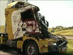 Acidente na rodovia Castello Branco interdita pista em Tatuí - undefined