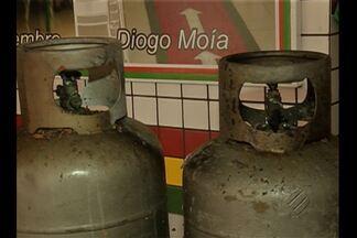 Incêndio em restaurante do centro comercial de Belém assusta funcionários - Bombeiros suspeitam que troca incorreta de botijões de gás tenha provocado incêndio.