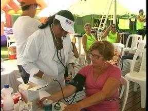 Evento da OAB promove atividades especiais na Praia do Cassino, em Rio Grande, RS - Exames médicos e sessões de massagem foram oferecidos.