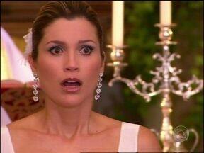 Caras & Bocas - Capítulo de segunda-feira, dia 10/02/2014, na íntegra - Dafne fica furiosa com Vicente, mas acusa Gabriel de ter sumido com ele
