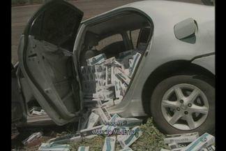 Veículo carregado com cigarros contrabandeados capotou - O acidente ocorreu na ERS-392, em Jóia, RS. O condutor do veículo fugiu.