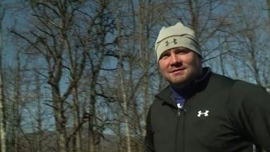 Piloto da equipe americana de bobsled dá exemplo de superação em Sochi - O piloto se tornou campeão olímpico depois de praticamente ficar cego. Em 2001, quando começava a carreira, descobriu que tinha uma doença degenerativa, rara nos olhos.