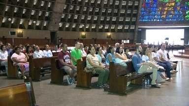 Missa de sétimo dia da morte de Santiago Andrade é celebrada no Rio - A missa foi celebrada pelo arcebispo do Rio, Dom Orani Tempesta. Parentes e amigos participaram da cerimônia, na catedral no Centro do Rio. O inquérito sobre a morte de Santiago Andrade está no Ministério Público.
