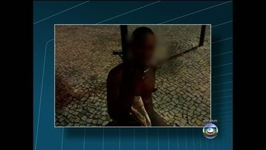 Adolescente que foi acorrentado a um poste é apreendido após assalto em Copacabana - O jovem está no Degase, o Departamento Geral de Ações Sócio Educativas. O jovem vai esperar a decis]ao sobre a medida sócio-educativa que vai receber.