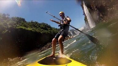 'Fôlego Máximo': Tande se arrisca no stand-up paddle nas Cataratas do Iguaçu - Autorização especial do parque foi necessária para a prática do river-sup no local.