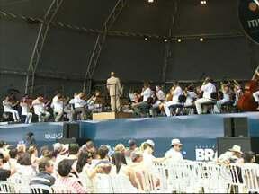 Apresentação da Osesp atrai milhares de pessoas em Sorocaba - A apresentação da Osesp, a orquestra sinfônica do estado de São Paulo atraiu milhares de pessoas ao paço muncipal, em Sorocaba.