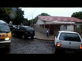 Sinalização em frente às escolas é precária - ParanáTV já mostrou várias vezes a confusão que se forma em frente às escolas nos horários de entrada e saída de alunos.