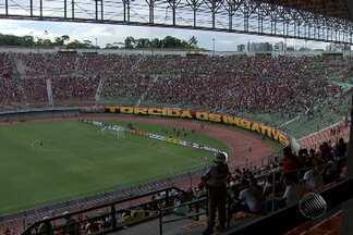 Torcedores de Bahia e Vitória se provocam com muito bom humor durante o BAVI - Mesmo com a chuva que caiu em Salvador, quase 20 mil torcedores foram ao estádio de Pituaçu acompanhar o primeiro clássico do ano.