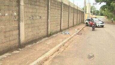 Motociclista morre ao colidir em muro em Ribeirão Preto - De acordo com vizinhos, ele não tinha habilitação para dirigir.