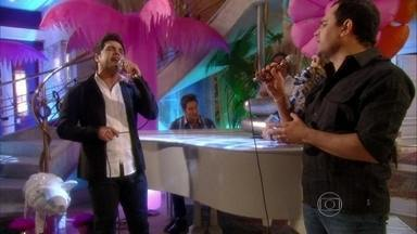 Relembre participação de Zezé de Camargo e Luciano em 'Cheias de Charme' - Veja a dupla cantando ao lado da personagem Chayene da novela