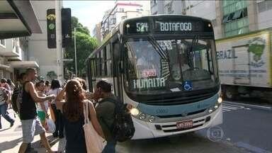 Decreto obriga empresas de ônibus a renovar frota com carros equipados com ar condicionado - Todos os ônibus novos, para servir ao transporte municipal, deverão ser equipados com ar condicionado. O decreto foi publicado e já está em vigor.