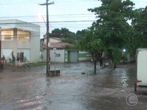 Moradores da zona Leste reclamam de alagamento e transtornos causados pela chuvas - Moradores da zona Leste reclamam de alagamento e transtornos causados pela chuvas