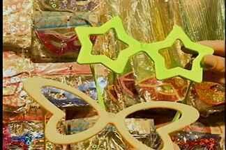 Lojas investem nas fantasias - Com a proximidade do carnaval muita gente já está montando as fantasias que vão usar na festa