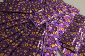 Duas milhões de camisinhas serão distribuídas de graça no carnaval de Salvador - Preservativos serão dados durante a folia. Além de prevenir doenças, camisinha evita também o uso da pílula do dia seguinte.