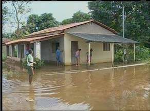 Cheia deixa moradores de Araguanã desabrigados - Cheia deixa moradores de Araguanã desabrigados