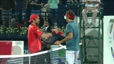 Roger Federer derrota Benjamin Becker em pouco mais de uma hora de partida - Suíço não teve dificuldades para bater alemão.