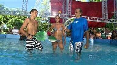 Conheça o ketball, esporte praticado com raquetes dentro da água - Novidade refrescante é uma mistura de várias modalidades.