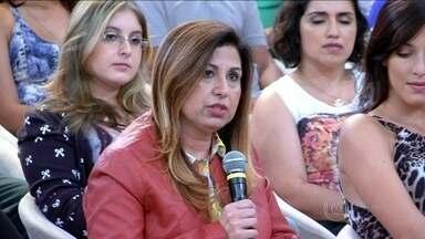 Mãe de Mariana: 'Fiquei com medo dela ter um momento de depressão' - No palco, mãe de atriz se emociona ao falar do acidente