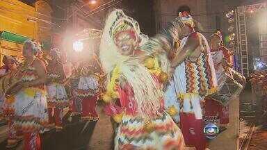 Pátio do Terço recebe apresentações de mais de 15 grupos de afoxé - Local é palco da Noite dos Tambores Silenciosos na noite desta segunda-feira.