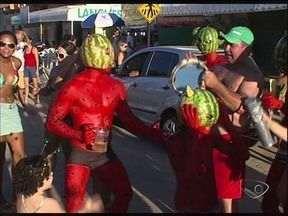 Cheio de irreverência, carnaval de Pontal lota no ES - Distrito em Linhares tem uma das folias mais animadas do estado.