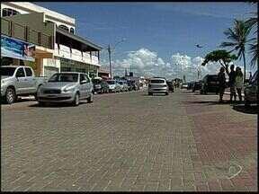 Tiroteio em carnaval deixa morto e feridos em Conceição da Barra, ES - Jovem de 20 anos morreu e duas mulheres foram baleadas.Crime aconteceu no meio do 'corredor da folia', nesta segunda-feira.