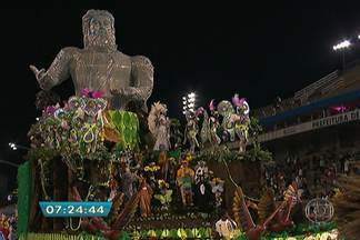 Clima no Anhembi foi de festa no desfile da terceira divisão do carnaval - O movimento não é como nos outros desfiles, mas isso não é problema, o que importa é se divertir.