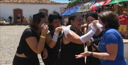 Confira as fantasias e a animação do carnaval de Olinda - Tem foliões de todos os tipos e idades pelas ladeiras da cidade.