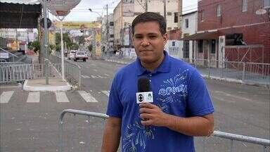 Avenidas Domingos Olímpio tem poucas lixeiras para atender demanda do carnaval - Escolas de samba se apresentam na avenida nesta terça-feira 4.