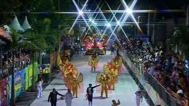 Chuva provoca mudança no regulamento do desfile de escolas em Corumbá - Nesta segunda-feira feira ocorreu o desfile das escolas de samba do grupo especial de Corumbá. Por conta da chuva, as agremiações e a organização tiveram que fazer mudanças no regulamento.