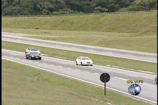 Estradas do Alto Tietê devem registrar movimento intenso a partir das 14h desta terça (4) - A polícia rodoviária espera que o movimento aumente no começo da tarde desta terça (4). Durante o dia o movimento foi tranquilo.