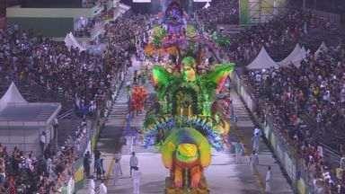 Sem chuva, seis escolas do Grupo Especial encerram Carnaval em Santos, SP - As agremiações levaram todo o seu brilho para desfilar na Passarela Dráusio da Cruz. Entre os destaques da noite desta segunda-feira (3), estão a X-9 e a Unidos dos Morros. A apuração do Carnaval santista acontece nesta quarta-feira (5).