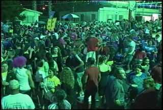 Foliões comemoraram o carnaval em Jaguari, RS - Durante a noite, mas de 370 veículos foram fiscalizados na BR 287.