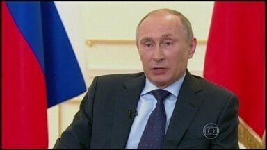 Presidente russo ordena que 150 mil soldados saiam da fronteira com Ucrânia - Vladimir Putin ordenou que os soldados que participaram de exercícios com a Ucrânia voltassem para suas bases. Horas depois, Obama disse que o governo russo não tem o direito de exercer influência dentro de outro estado.